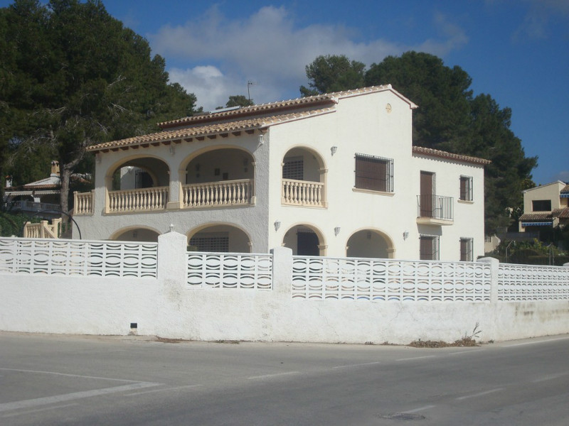 Villa for sale in Moraira, flat walk to town and beach